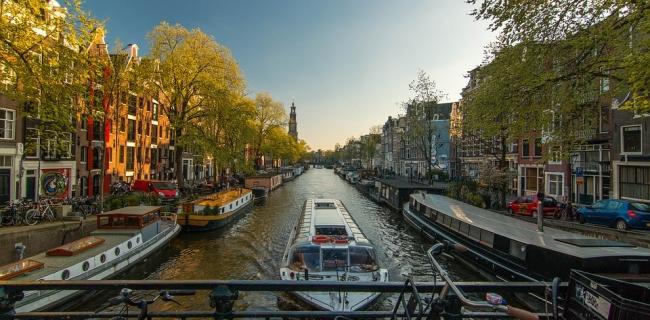 Amsterdam-Excellence-Scholarship.jpg