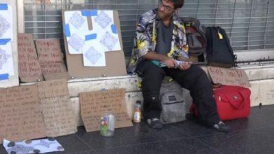 Бездомник ја спасил од напаѓач, а таа за возврат му купила камп приколка