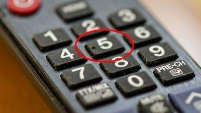 За што служи точката на копчето со бројот 5 на далечинскиот управувач