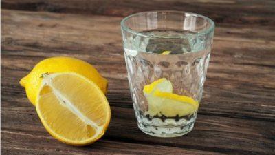 Колку течности треба да пиеме кога сме болни?