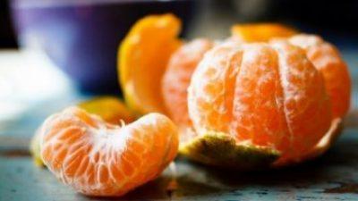Не ја фрлајте кората од мандарините – ќе ве спаси од кашлица и главоболка