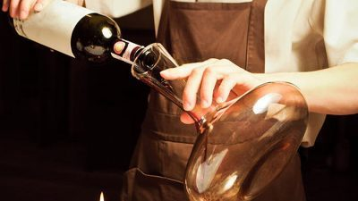 Како да не ве боли глава кога пиете црвено вино?