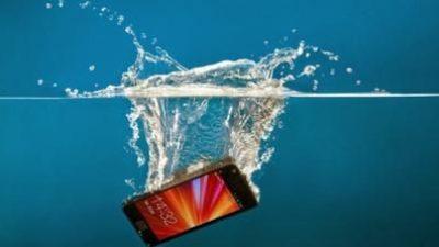 Претставен новиот телефон кој може да се измие со сапун ! (видео)