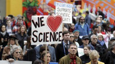 Илјадници научници протестираа против указот на Трамп за ограничување на миграцијата