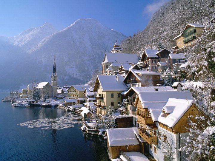 Hallstatt_in_Winter_Austria.jpg