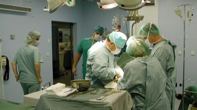 Отстранување тумор на мозок со помош на ласер