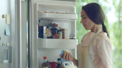 Eкспертите предупредуваат: Не го оставајте млекото во вратата од фрижидерот