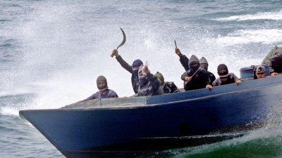 Сомалиските пирати грабнаа брод со нафта