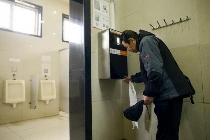 roboti-protiv-kradci-na-toaletna-hartija-01.jpg
