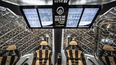 """SpaceX ќе носи двајца туристи околу Месечината, цената на """"билетите"""" вртоглава"""