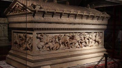 ДАЛИ Е ОВА ГРОБОТ НА АЛЕКСАНДАР МАКЕДОНСКИ !? Никој не знае на кого му припаѓа овој саркофаг чија убавина e неспоредлива