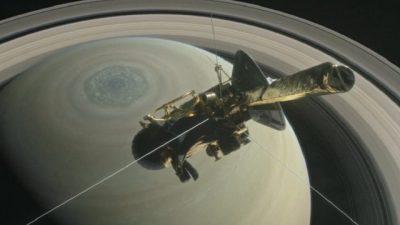 """Леталото Касини """"заплови"""" помеѓу прстените на Сатурн"""