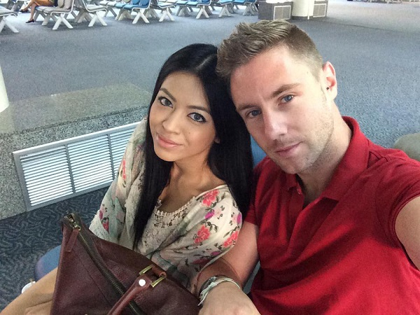 johnny-ward-with-girlfriend-at-airport.jpg