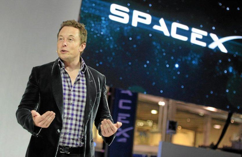 Elon-Musk-Dragon-V2-unveiling-1024x663.jpg