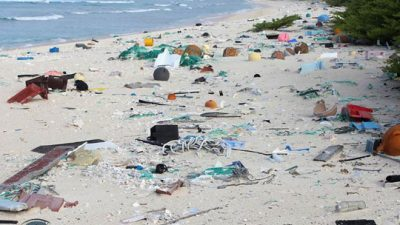 """Каде оди светот – Ненаселен остров во Пацификот """"потопен"""" со 17 тони отпадоци"""