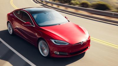 """Нов рекорд: Тесла помина 900 километри """"со една батерија"""""""