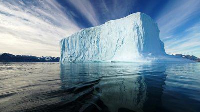 Мразот на Гренланд добива нова боја – научниците се загрижени поради опасност од поплави