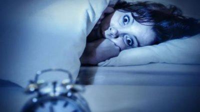"""Дали некогаш ви се случило телото да ви """"отскокне"""" додека заспивате? Еве што се случува!"""