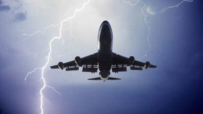 Што се случува кога гром ќе удри во авион?
