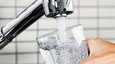 Вдишуваме повеќе бактерии од водата од чешма отколку од тоалетот