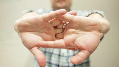 Се добива ли артритис од крцкање прсти?