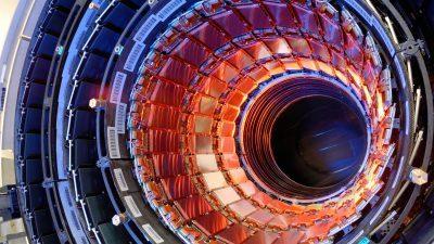 """""""Универзумот не би требало да постои"""", велат физичарите од ЦЕРН по ново истражување"""