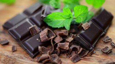 Кои се придобивките од црното чоколадо?