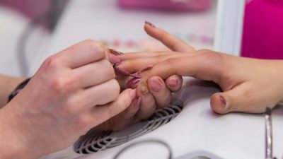 Дали надградбата на нокти е штетна за здравјето?