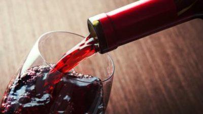 Умерената консумација црно вино ја зголемува плодноста кај жените