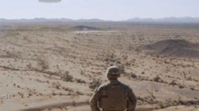 ВИДЕО: Американски маринци снимиле НЛО во пустина како стои мирно на небото?