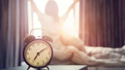 Зошто понекогаш се будиме пред да се огласи алармот?