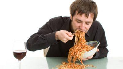 Што се случува со телото кога јадеме брзо?