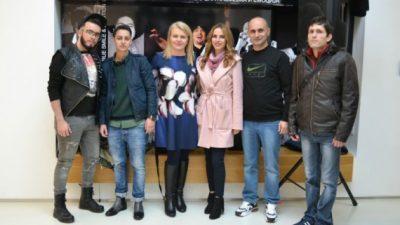 Студентите на ТТФ на модна ревија во куќата на Тоше Проески
