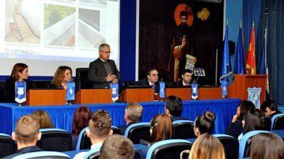 """Гостин предавач на УТМС г-дин Јован Грков, почесен доктор на науки на УТМС, сопственик на компанијата """"Урбан Инвест"""""""