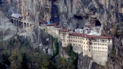 Тајниот тунел кој ги изненади сите: Во познат православен манастир пронајдени се тајни простории