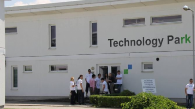 """Технолошкиот парк на УЈИЕ овозможува иновации и """"паметни""""(smart) партнерства меѓу универзитетите, индустријата и Владата"""