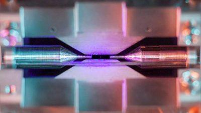 Неверојатна фотографија на заробен атом