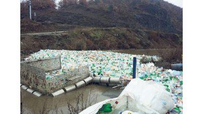 Брана на река запрела 3 тони пластичен отпад