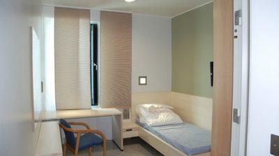 Затворите во Холандија се толку празни што ги претвораат во засолништа за бегалци