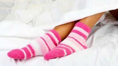 Како спиењето во чорапи влијае на здравјето?