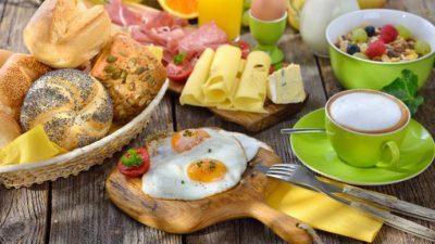 Научниците тврдат: Обилен појадок е клучот за слабеење