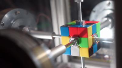 Новиот рекорд во решавањето на Рубиковата коцка го …