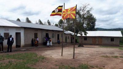 Македонското знаме се вее во училиште во Уганда (ФОТО)