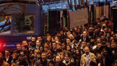 """Француската полиција """"евакуира"""" студенти од Сорбона"""