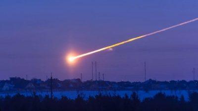 На американско копно падна најголемиот метеор во последните 20 години, на небото блесна голема светлина и се слушнаа рафали