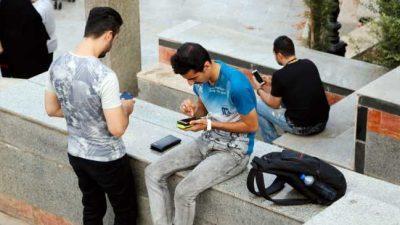 Албанија забрани користење мобилни телефони во училиштата