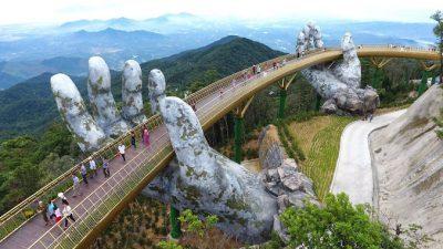"""ВИДЕО: Виетнамскиот """"Златен мост"""" е вистинско архитектонско ремек дело"""