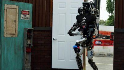 Американците вложуваат 2 милијарди долари во војската на иднината: Машините ќе размислуваат и ќе комуницираат меѓусебе!