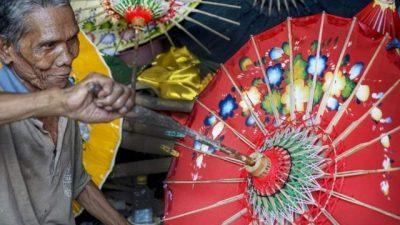 Кој го измислил чадорот и зошто во минатото го користеле само жени?