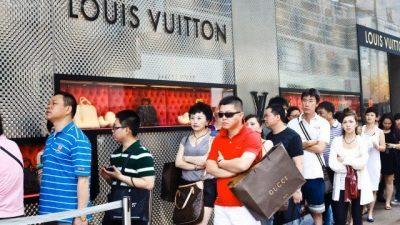 Кинезите до 2025 година ќе купуваат половина од луксузната роба во светот